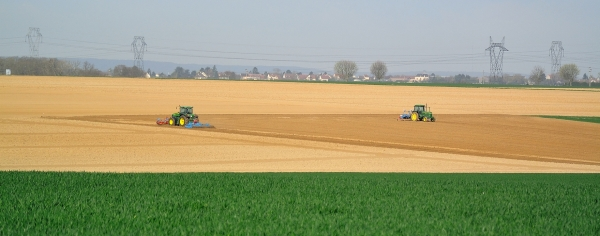 tracteur champ tractor field hérouville