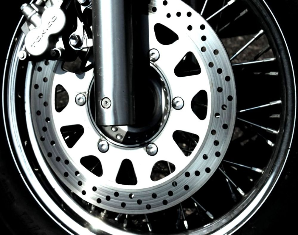 FRONT Disc brakes detail round spokes chrome shiny