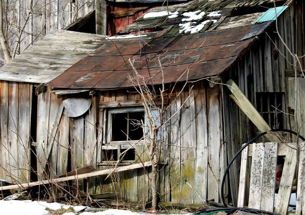 Barn, shed Collapsing, old wood