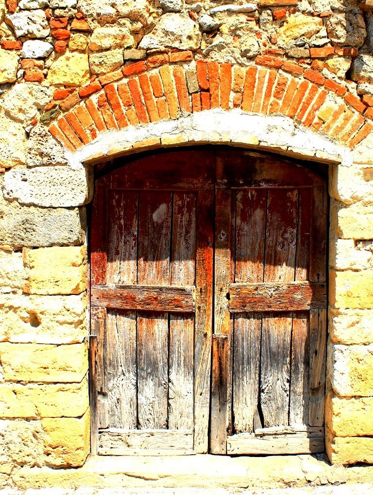 Barn Door , Italy Monteraggoni, Tuscany