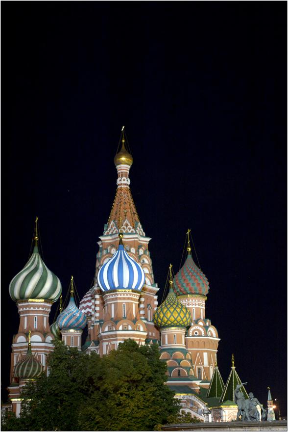 Saint Basile by night