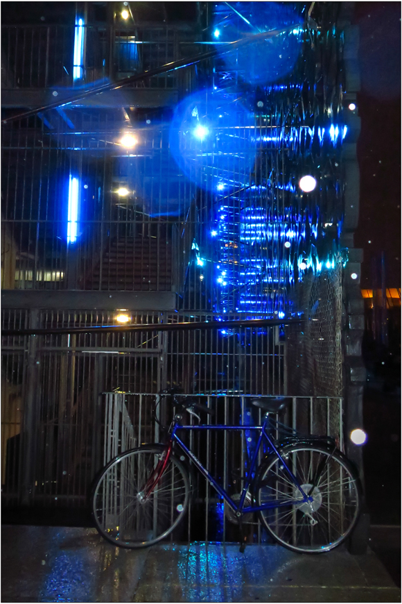 Vélo bleu nuit