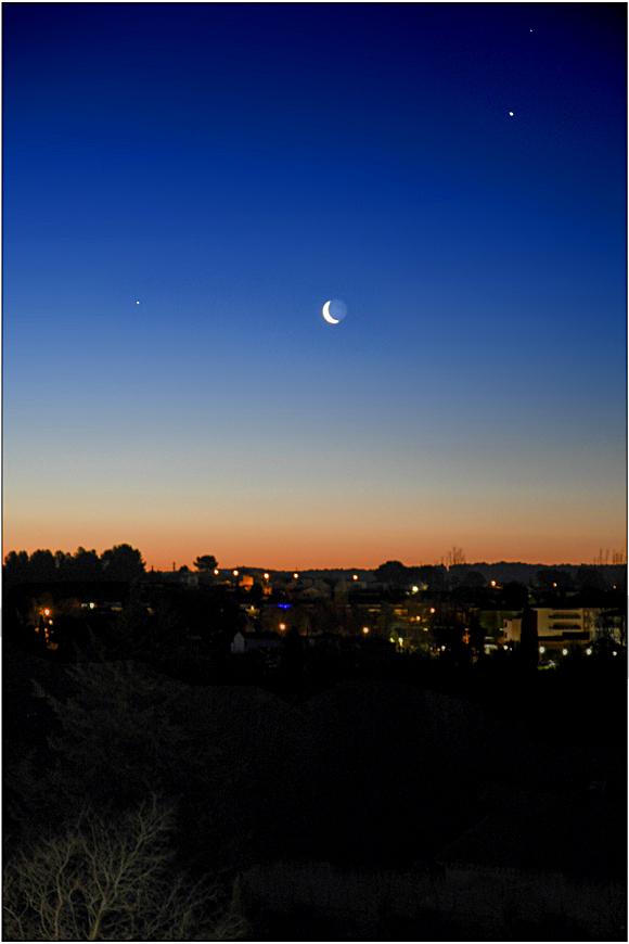 Cache-cache avec la lune