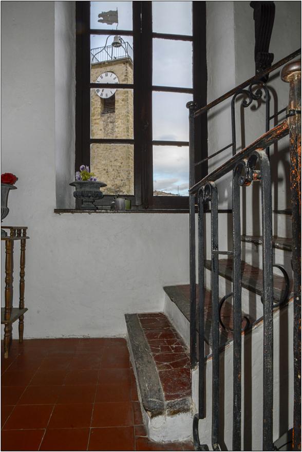 L'horloge dans l'escalier
