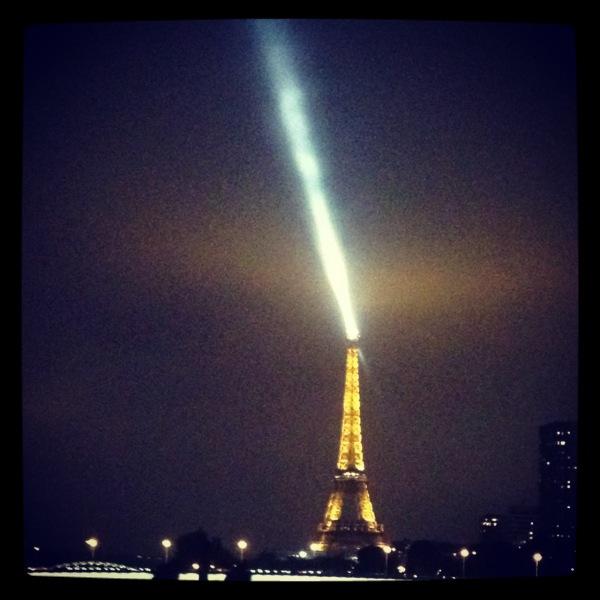 La Tour Eiffel sous faisceau...