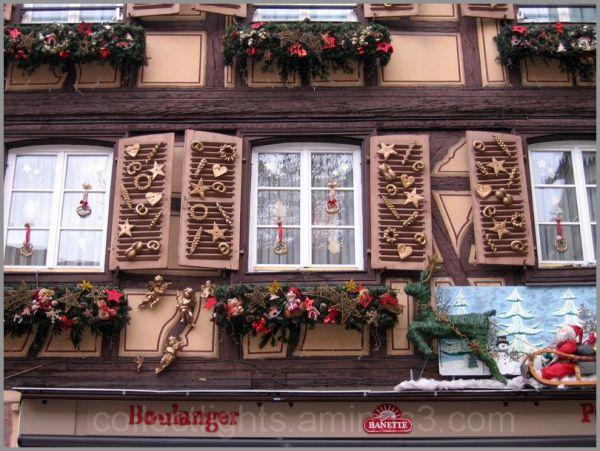La rue affiche le temps de Noël