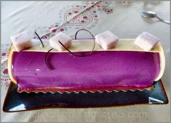 Une bûche à la violette