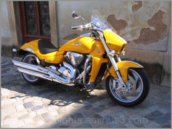 Belle moto jaune !