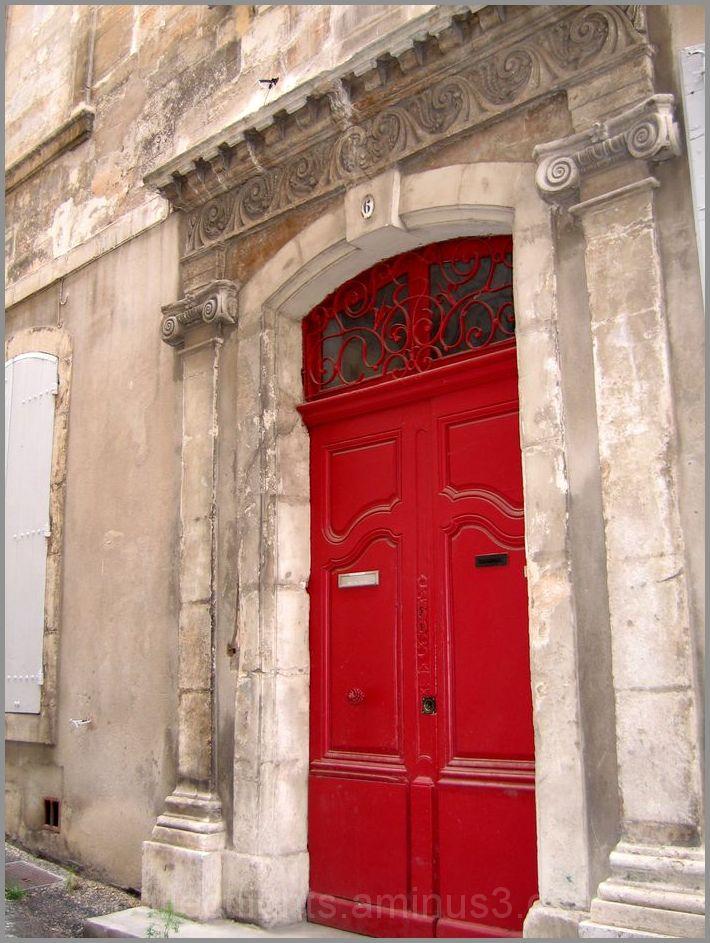 Une porte de vive couleur