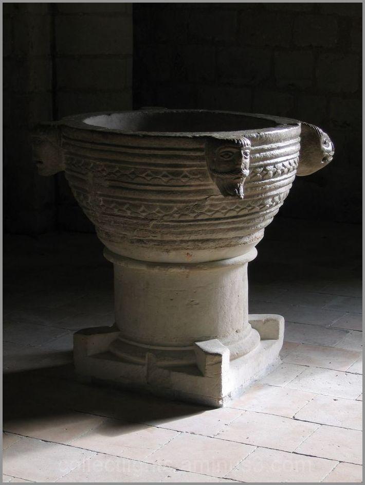 Baptistère sculpté