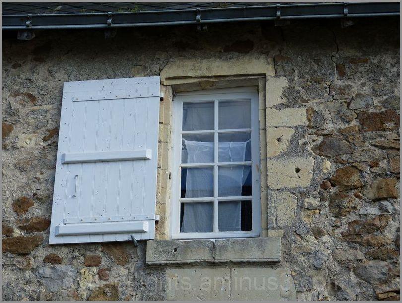 Cache-fenêtre en lingerie blanche