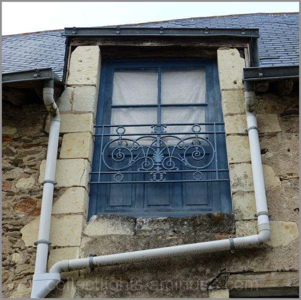 Encadrement de gouttières pour fenêtre