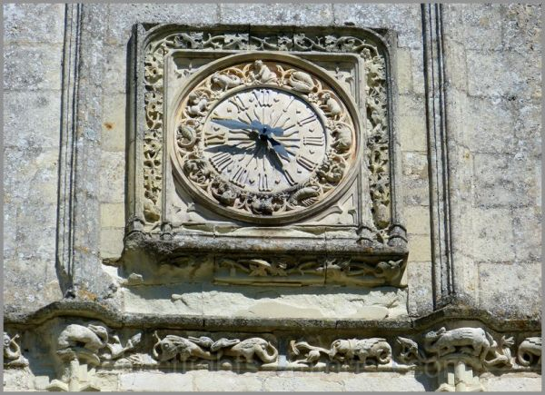 Horloge sculptée
