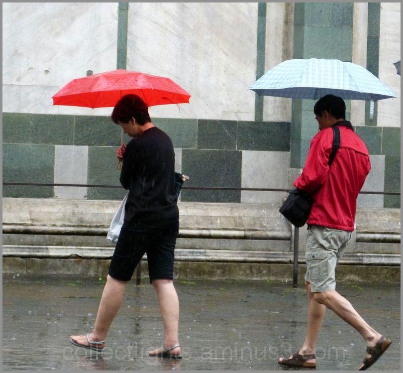 Lui emboîter le pas malgré la pluie