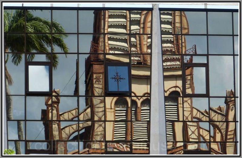 La cathédrale dans le miroir d'en face !