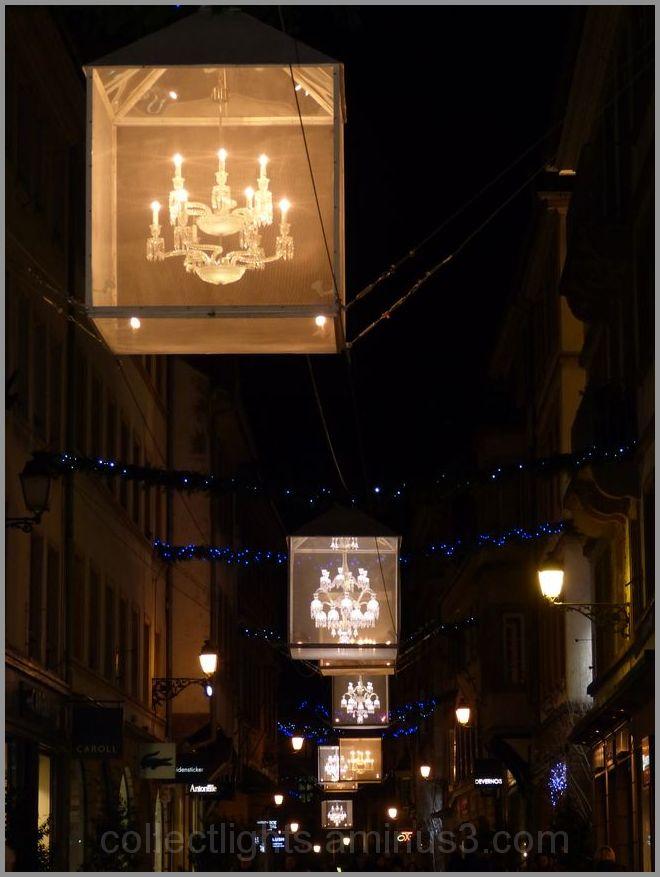 Le cristal de Baccarat brille au long de la rue