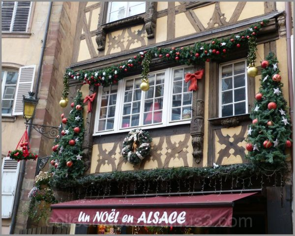 Les façades se couvrent de décors de Noël