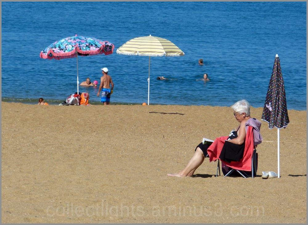 Installation lecture à la plage