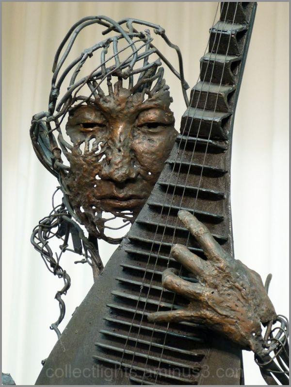 Hung sculpteur de fer, joue avec le feu 5/