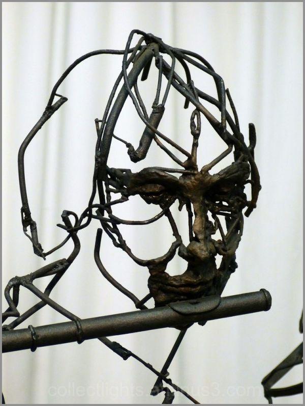 Hung sculpteur de fer joue avec le feu 7/7