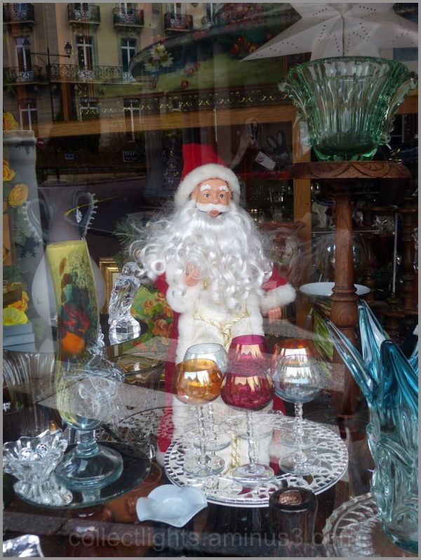 Le pére Noël hante la vitrine