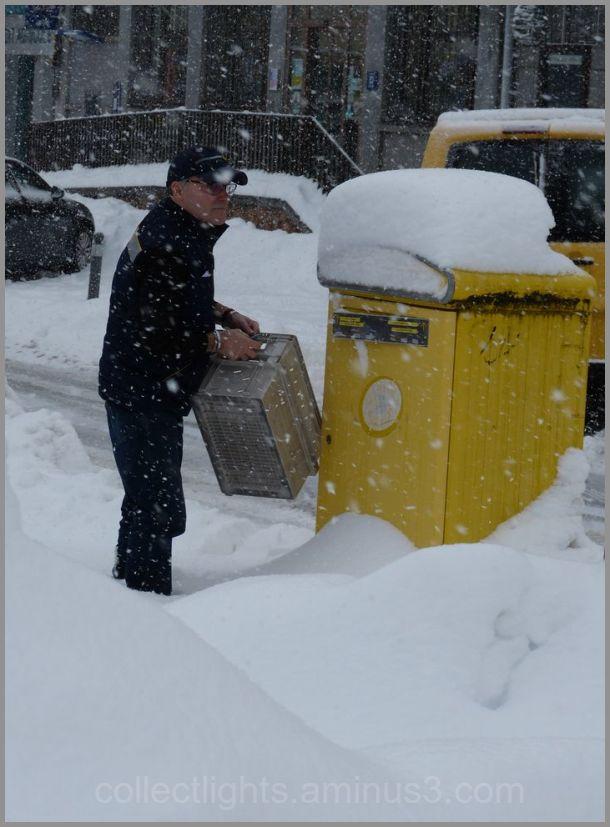 Un postier courageux, le courrier doit être livré