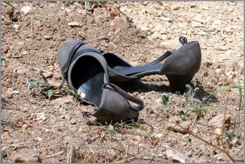 Chaussures peu adaptées au chemin rocailleux