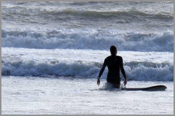 Il en faut du courage pour défier les vagues !