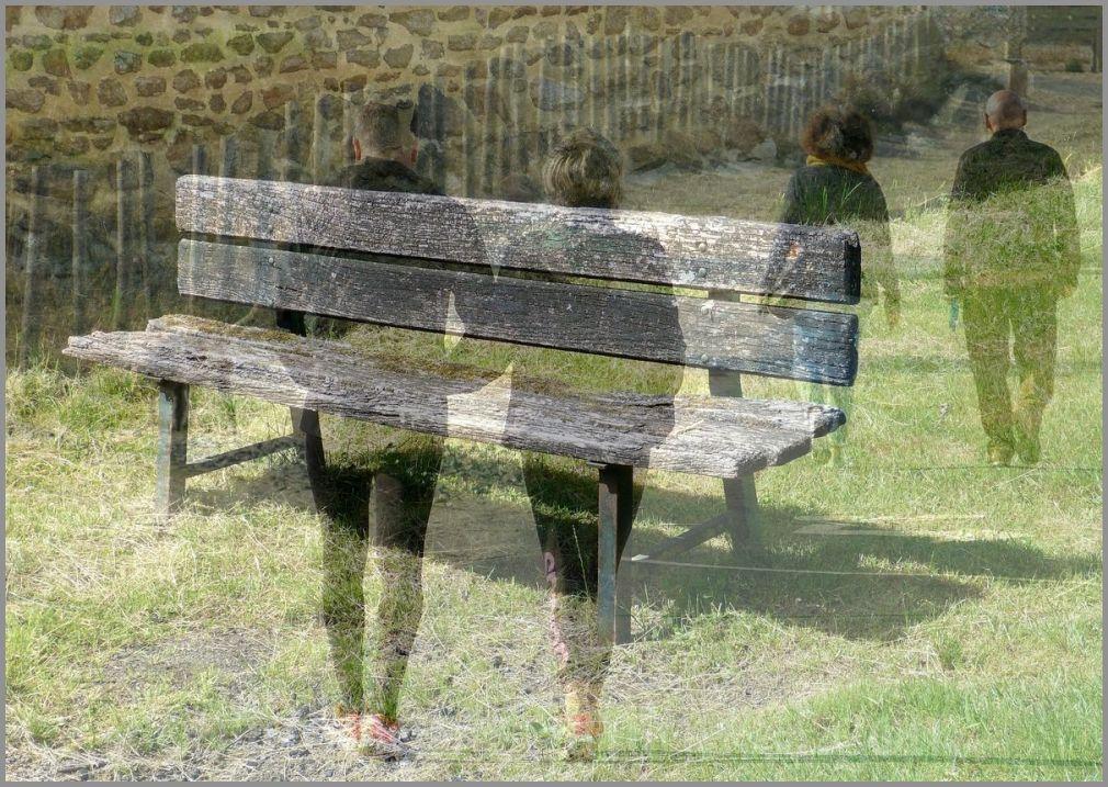 Par deux ! Et s'asseoir sur un banc...
