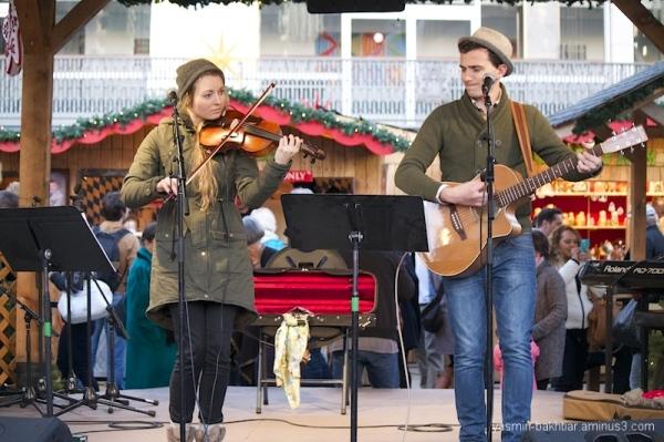 Vancouver Christmas Market - Musical performance 3