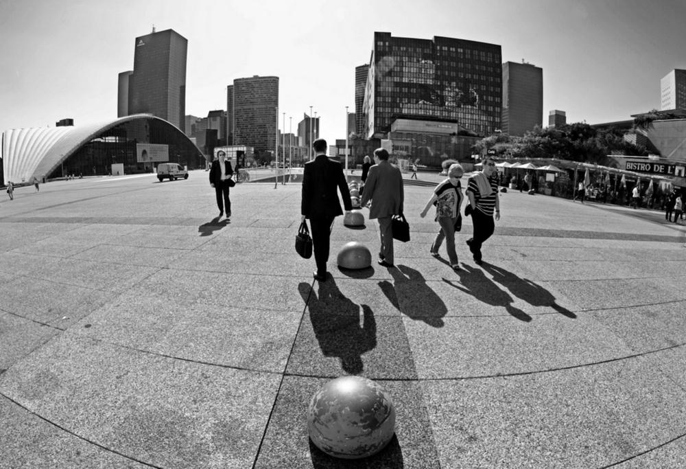 La Défense Jeu de boules et d'ombres