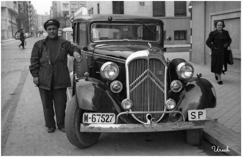 Impecable taxi y su conductor en Madrid