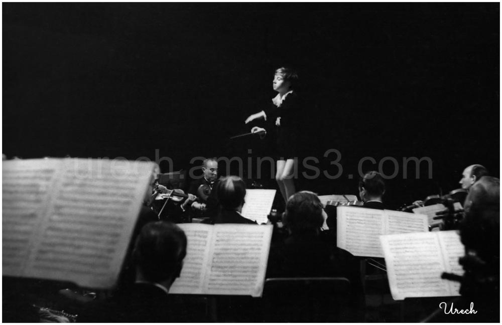 Pierino Gamba dirige una orquesta en Madrid