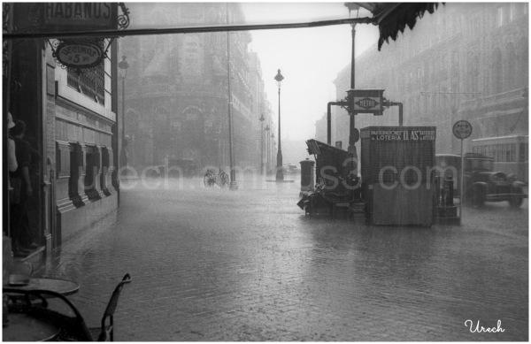 Lluvia torrencial en la calle de Alcalá