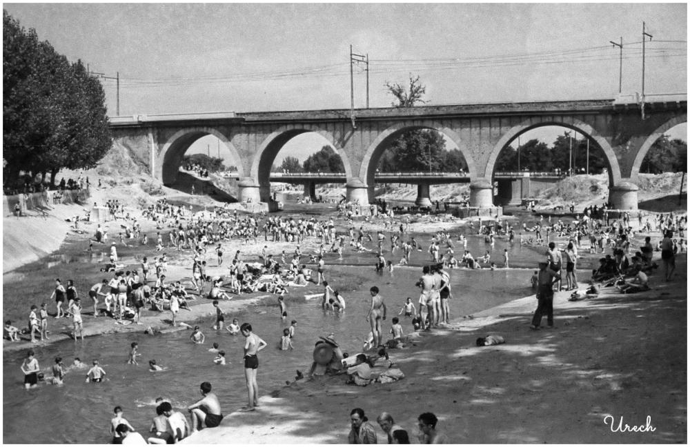 Bañistas en el rio Manzanares