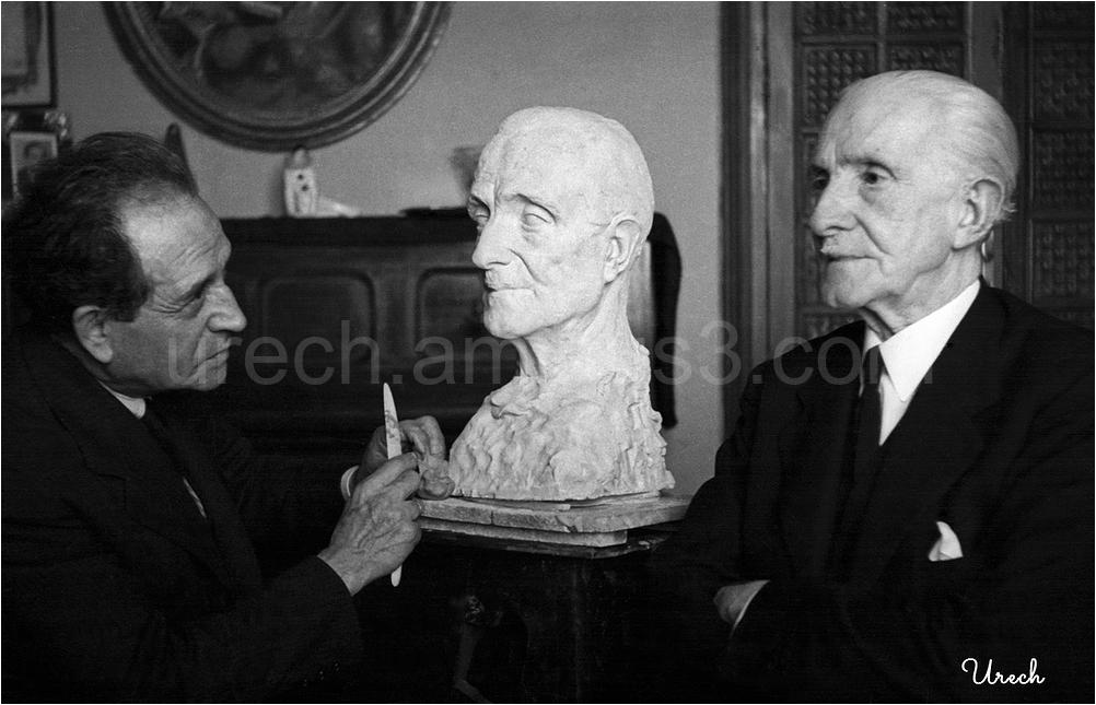 El escultor Jacinto Higueras trabajando