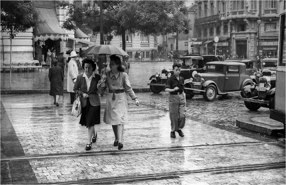 Día de lluvia en Alcalá esquina a Gran Vía