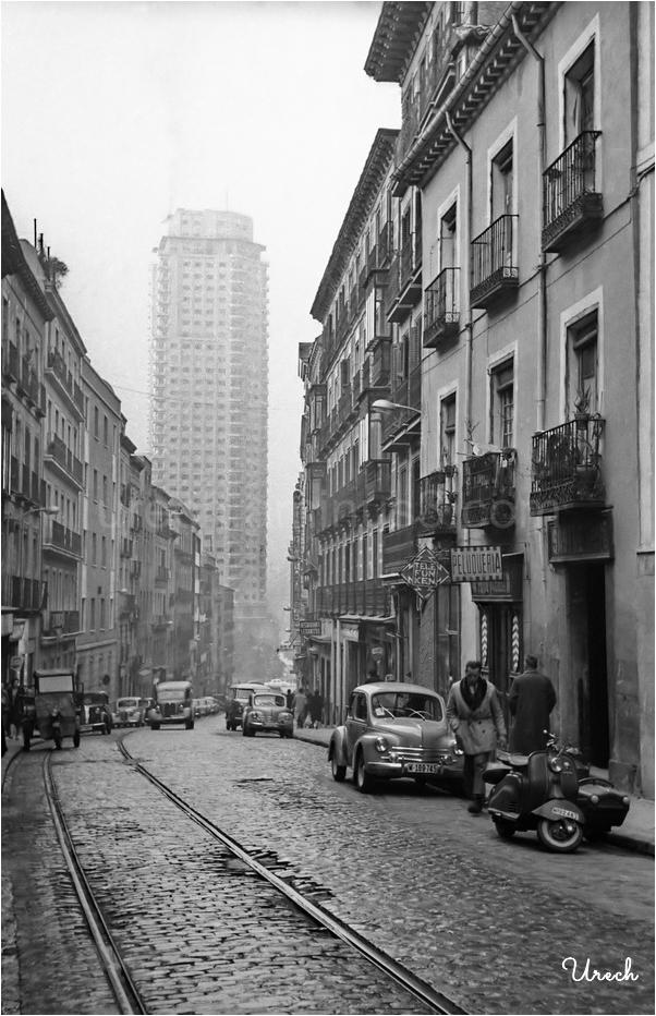 Calle Leganitos con la Torre de Madrid al fondo