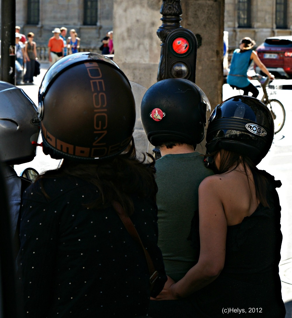 casques de moto en ville paris
