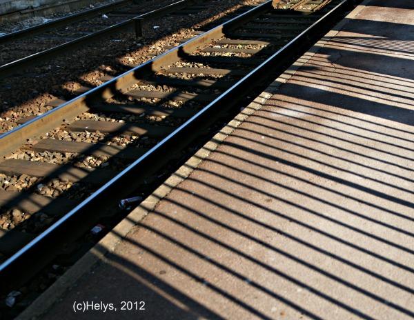 Lumière et ombres ... en attendant le train!