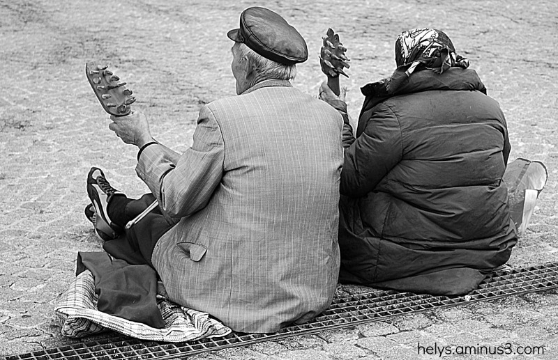 the old musicians people of beaubourg