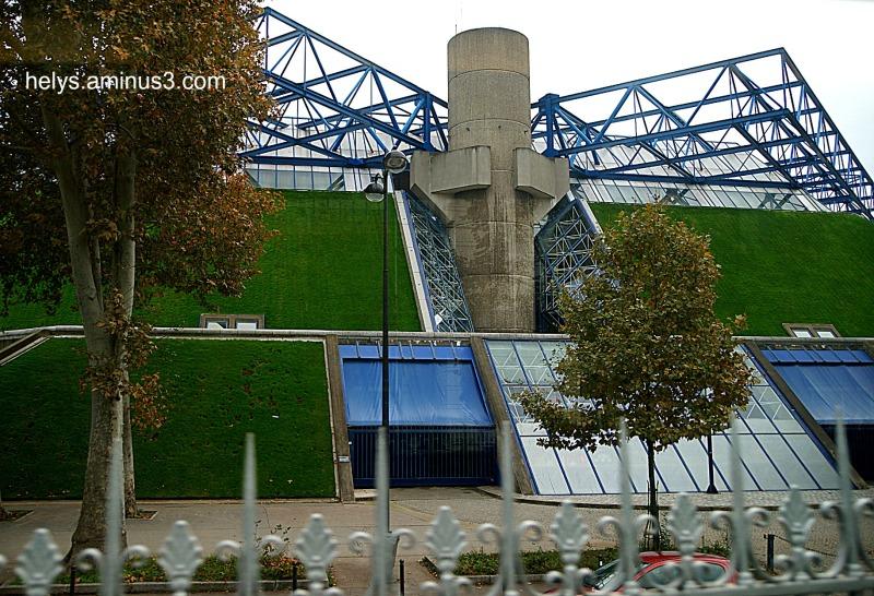 paris: Views from the metro7
