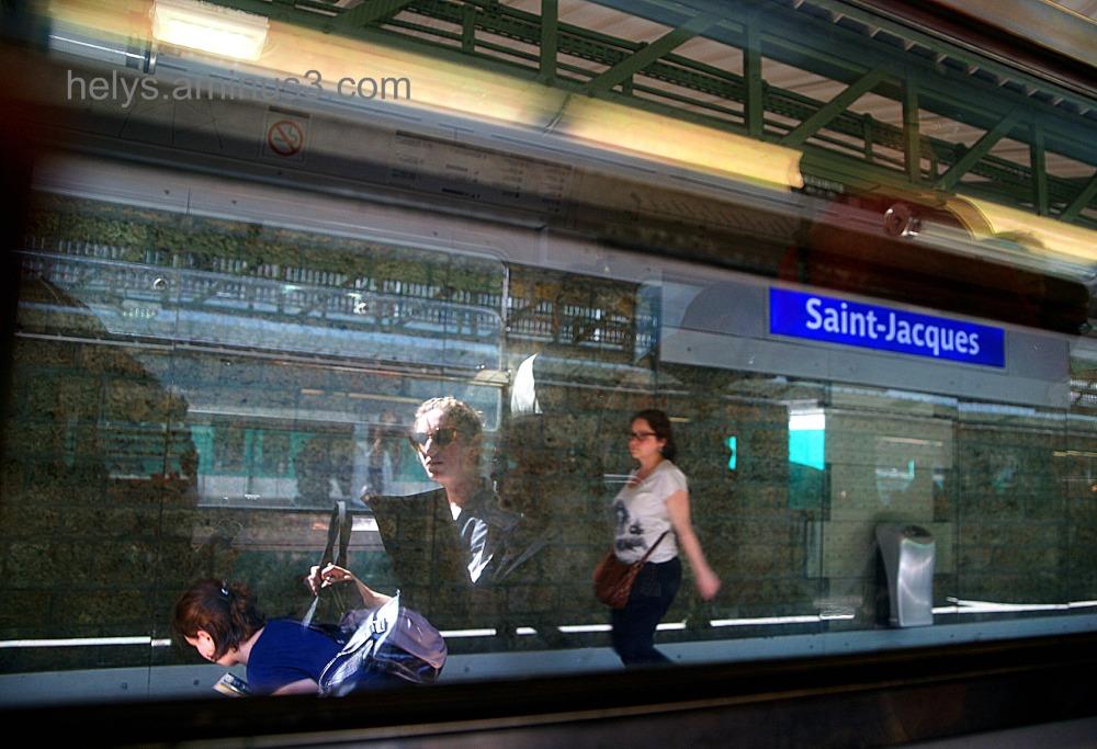 Paris - métro: looks like in a dream