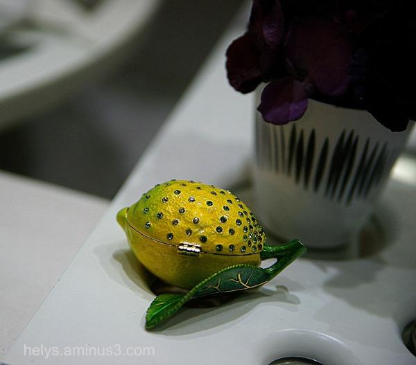 A yellow lemon