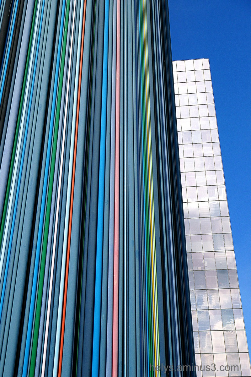lines9: colors in the town