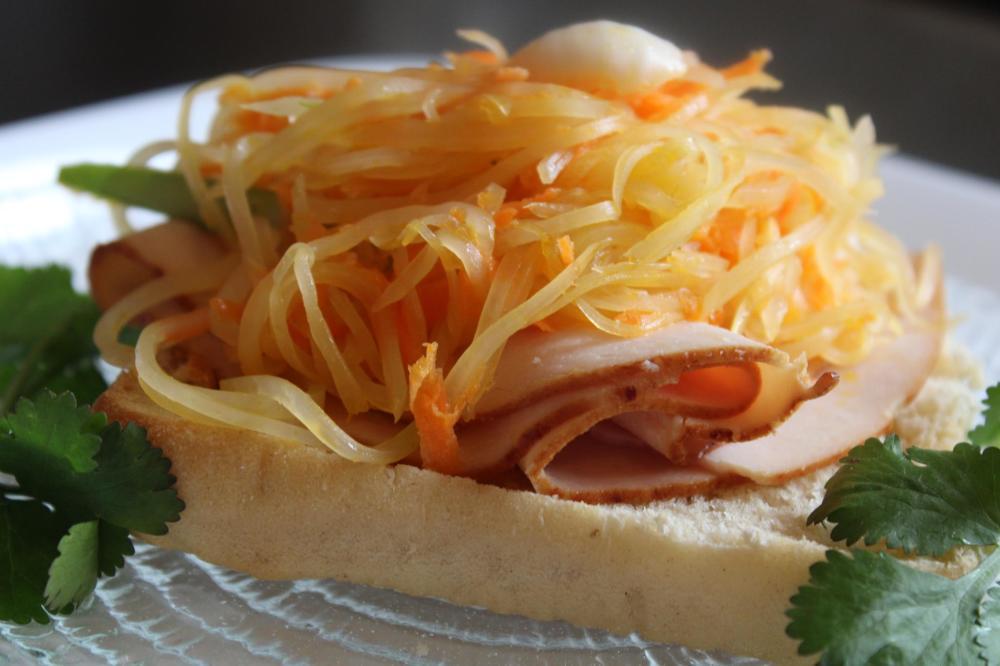 a sandwitch in chicken ham&green papaya salad