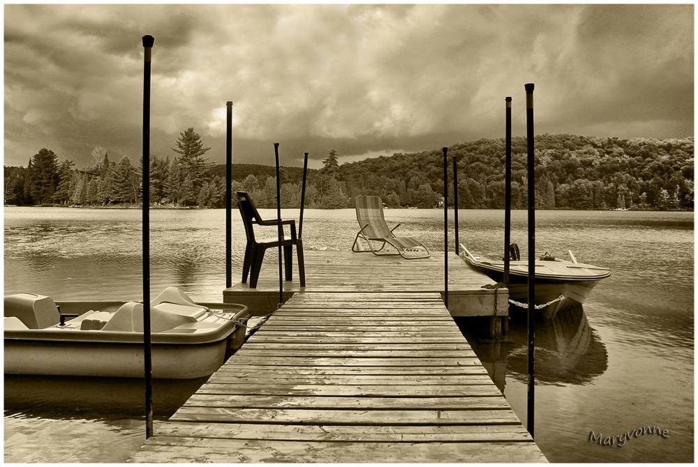 lac eau embarcation chaise quai arbres montagnes