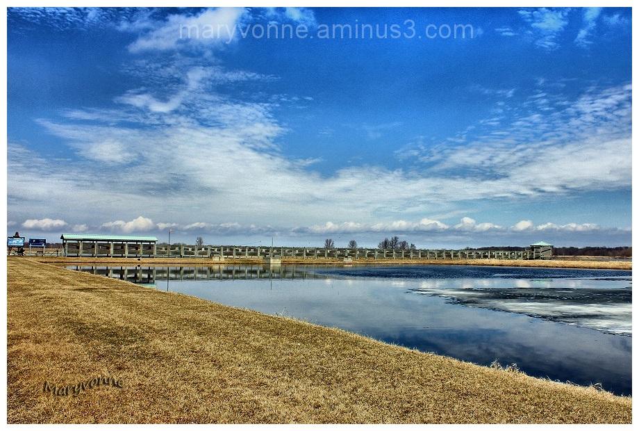 marais passerelle nuage ciel eau
