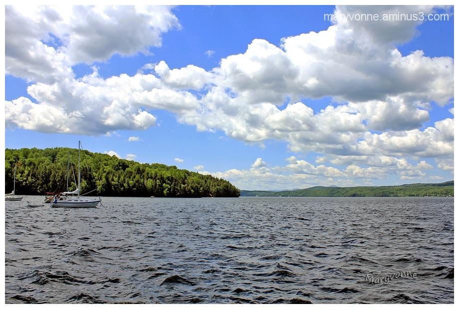 lac eau ciel nuage voilier montagne