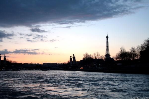 Tour Eiffel (: